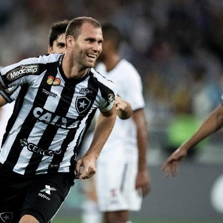 Joel Carli comemora gol do Botafogo diante do Sport no Brasileirão de 2018 - Jorge Rodrigues/Eleven/Estadão Conteúdo