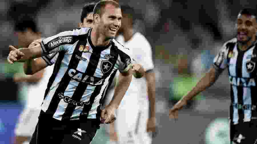 Zagueiro argentino Joel Carli é capitão da equipe e uma das referências no elenco do Botafogo - Jorge Rodrigues/Eleven/Estadão Conteúdo