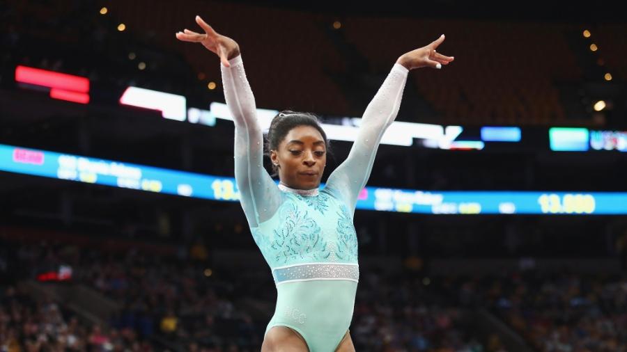 Simone Biles disputou um campeonato nas últimas semanas com roupa que homenageou vítimas de abuso sexual  - Tim Bradbury/Getty Images