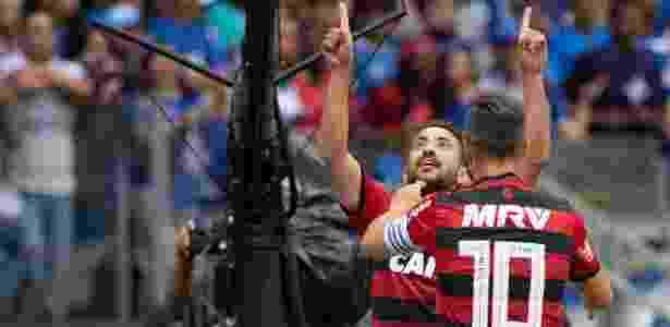 934266ebd5ad7 Éverton Ribeiro leva prêmio de gol mais bonito do Brasileirão  assista