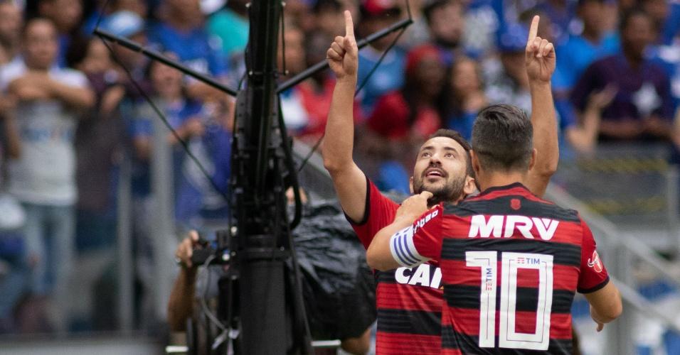 Everton Ribeiro comemora gol do Flamengo contra o Cruzeiro