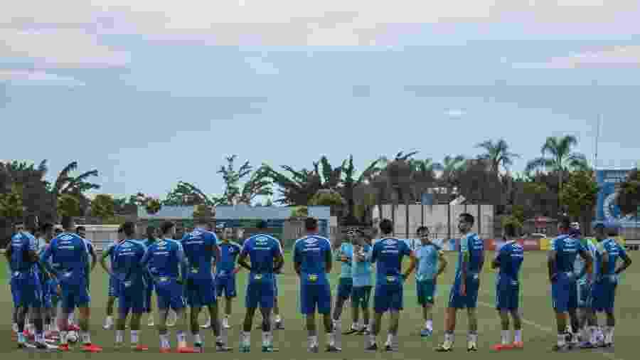 Retorno dos atletas aos treinos teve presença de torcedores na porta do CT e reunião com a diretoria - Igor Sales/Cruzeiro