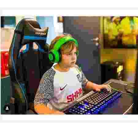 Davi Lucca em foto como gamer - Reprodução