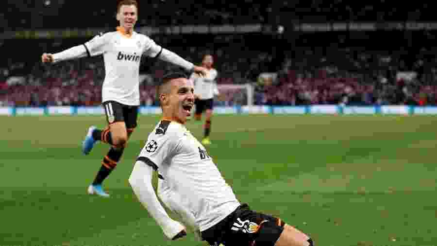 Rodrigo Moreno comemora gol do Valencia contra o Chelsea - REUTERS/Hannah McKay