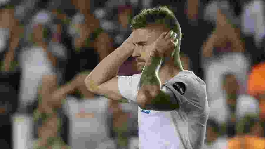 Eduardo Sasha em jogo do Santos - Marcello Zambrana/AGIF