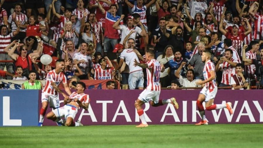 Jogadores do Unión Santa Fe celebram gol contra o Atlético-MG pela Copa Sul-Americana - Divulgação/Conmebol