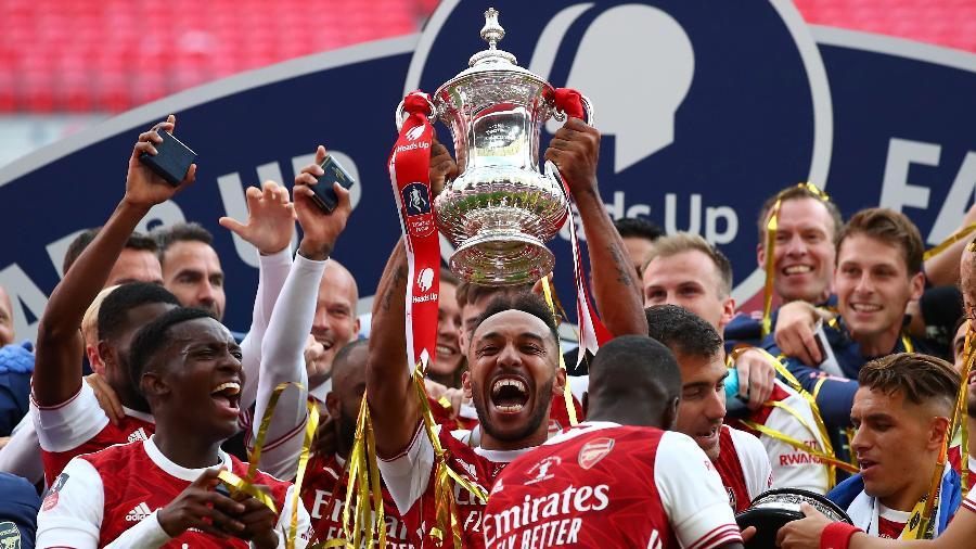 Arsenal comemora conquista da Copa da Inglaterra de 2020 no Wembley vazio - Marc Atkins/Getty Images