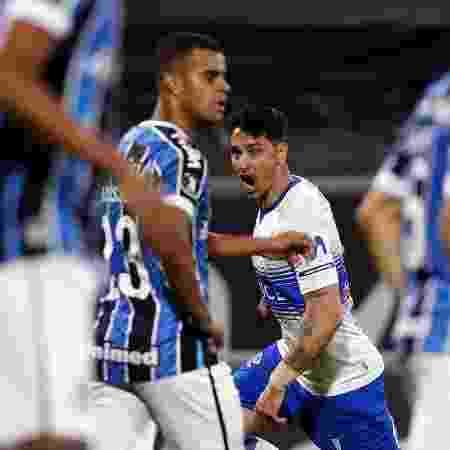 Zampedri comemora o 1º gol da Católica - Elvis Gonzalez - Pool/Getty Images