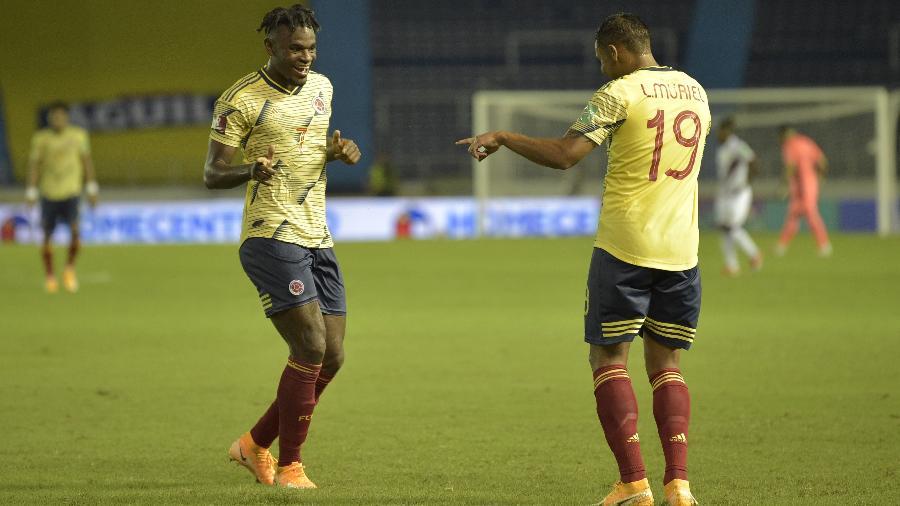 Zapata e Muriel comemoram gol da Colômbia contra a Venezuela, pelas Eliminatórias Sul-Americanas - Raul Arboleda / POOL / AFP
