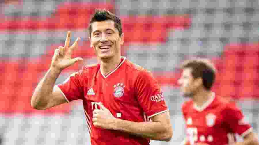 Lewandowski já tem 10 gols no Campeonato Alemão e está no top 10 da Chuteira de Ouro - Matthias Balk/Getty Images