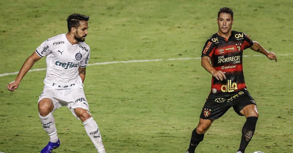 Thiago Neves disputa lance com Luan na Ilha do Retiro