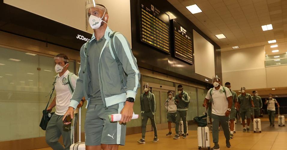 Delegação do Palmeiras desembarca em Lima, no Peru