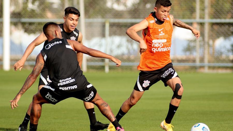 Adson participou de parte da atividade no CT Joaquim Grava  - Rodrigo Coca/ Ag. Corinthians