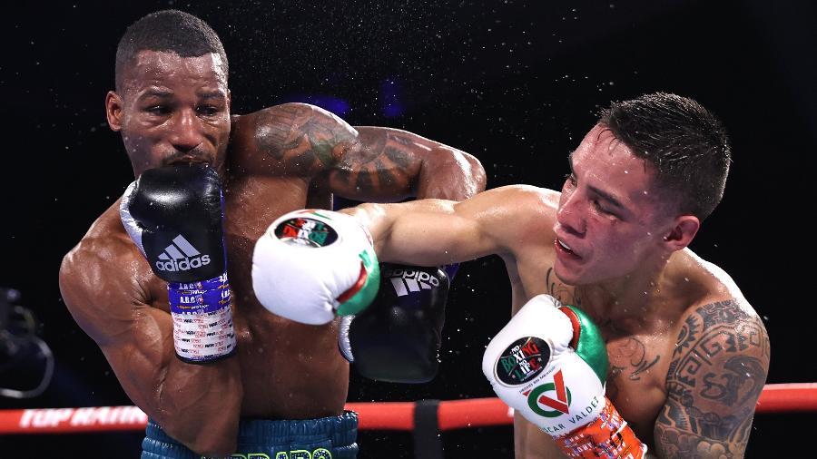 Robson Conceição durante luta contra mexicano Oscar Valdez - Mikey Williams/Top Rank Inc / Colaborador /  Getty Images