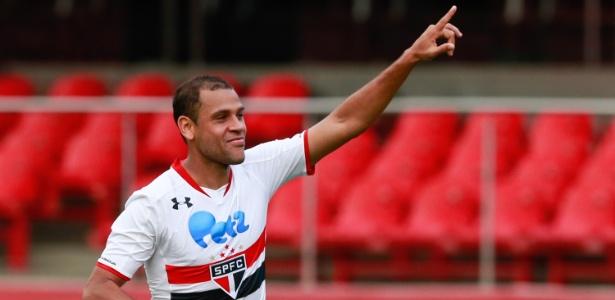Fora dos planos, Carlinhos tem contrato até o fim de 2017