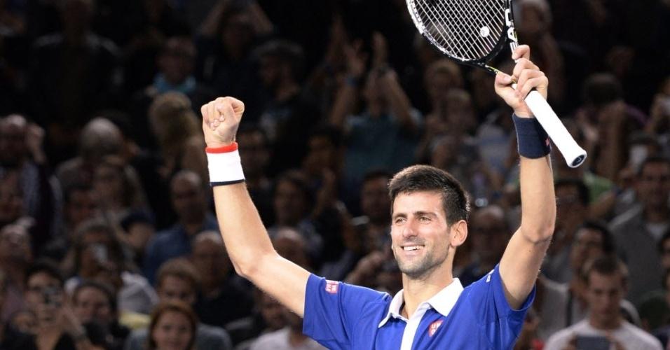 Novak Djokovic celebra título em Paris após superar Andy Murray