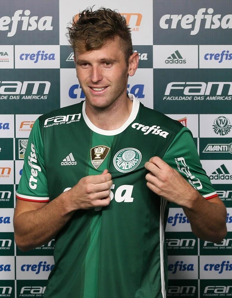 Lateral Fabiano é apresentado no Palmeiras