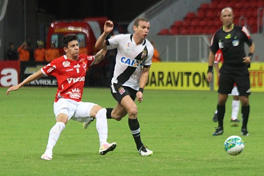 Jogadores de Vasco e Vila Nova ficaram incomodados com o spray de pimenta
