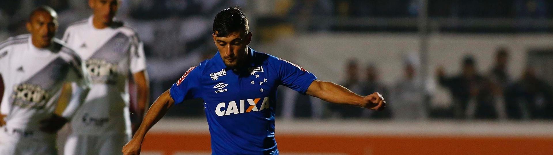 De Arrascaeta bate pênalti para o Cruzeiro contra a Ponte Preta