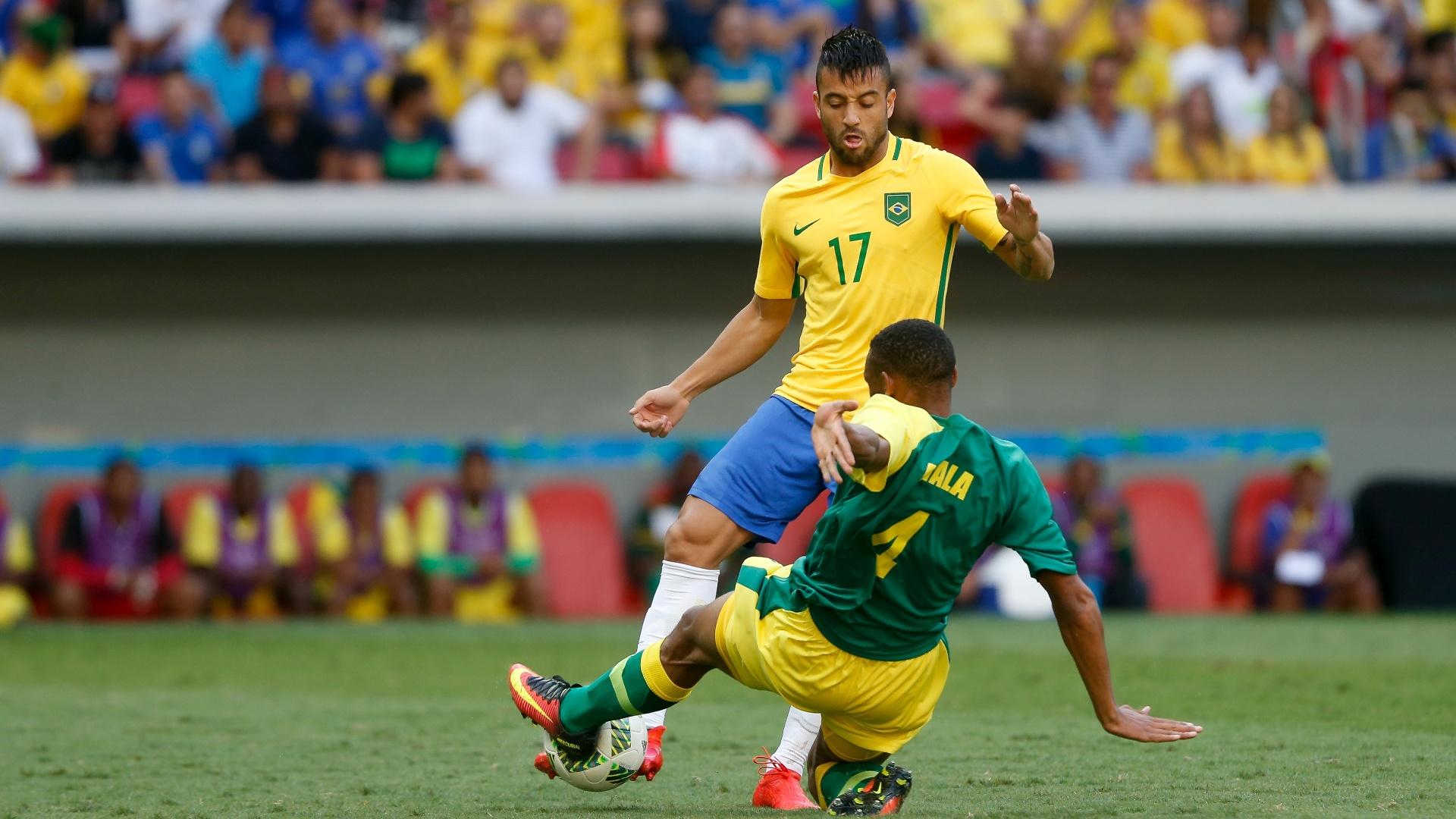 Felipe Anderson em ação na estreia do Brasil na Olimpíada