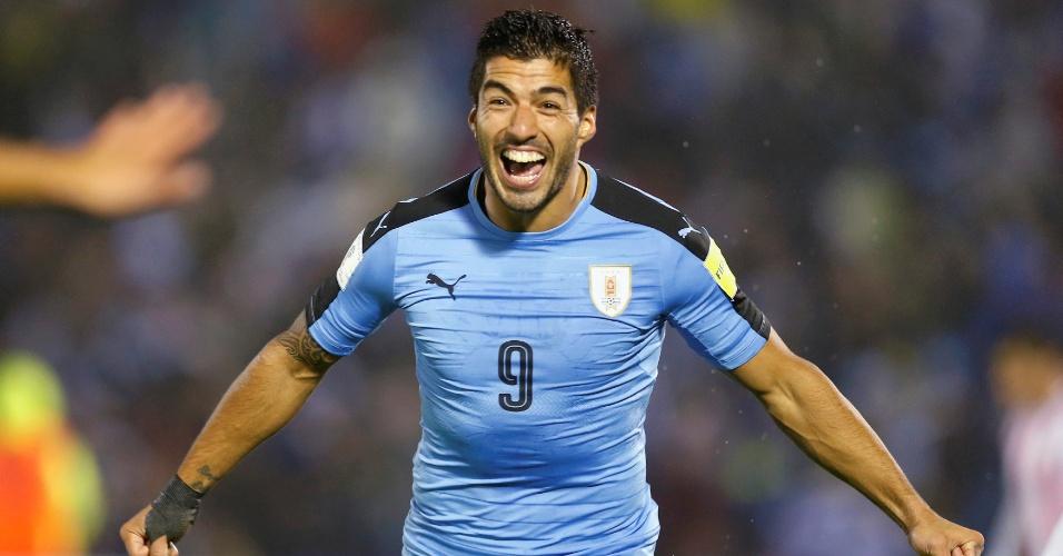 Suárez comemora gol do Uruguai contra o Paraguai nas Eliminatórias da Copa