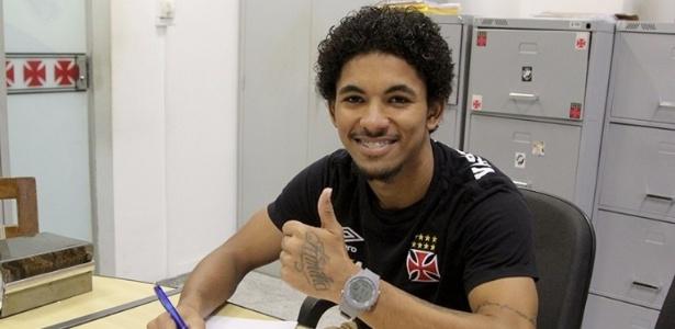 Douglas assinou novo contrato com o Vasco e aumentou sua multa rescisória