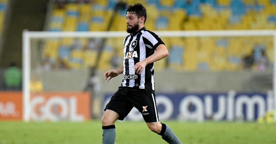 João Paulo em ação pelo Botafogo no clássico contra o Vasco