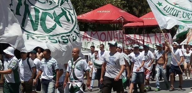 Protesto da torcida Mancha Alviverde contra o Palmeiras terminou com van quebrada