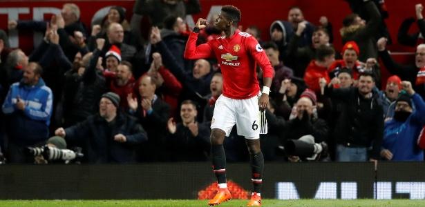 Pogba deu assistência e marcou o terceiro gol do United em retorno aos gramados