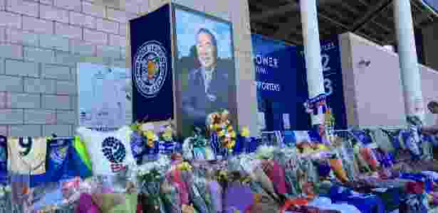 Torcedores do Leicester prestam homenagens a Vichai no King Power Stadium - Caio Carrieri/Colaboração para o UOL