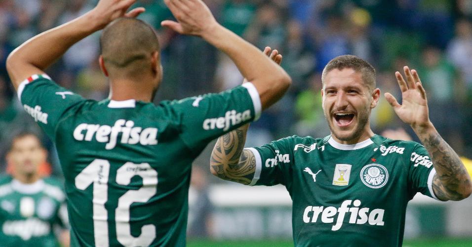 86af90e9b Zé Rafael, do Palmeiras, comemora seu gol com Mayke durante partida contra  o Sampaio