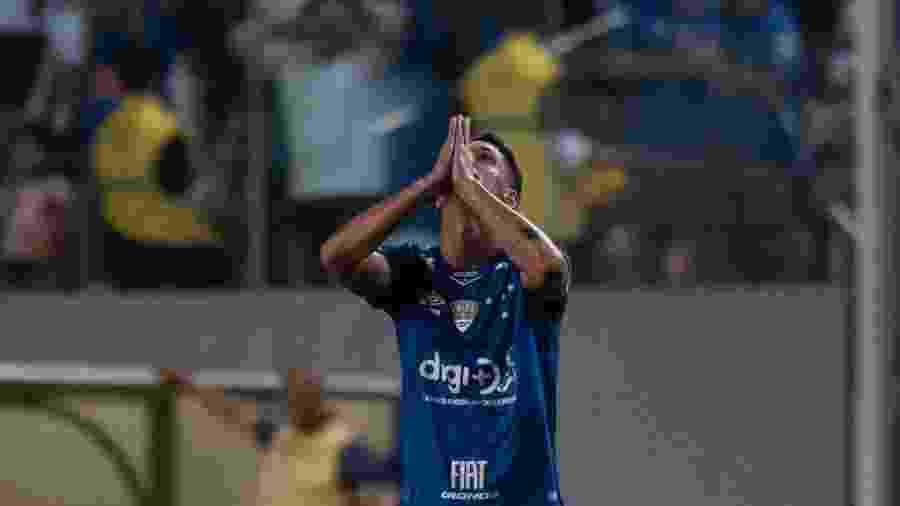 Camisa 10 do Cruzeiro, Thiago Neves não estará em campo amanhã, contra o Avaí, na Ressacada - Marcelo Alvarenga/AGIF