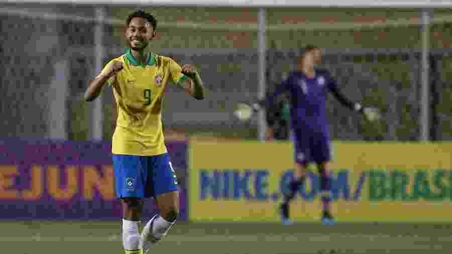 Matheus Cunha comemora gol na vitória brasileira em amistoso contra o Chile - Marcello Zambrana/AGIF