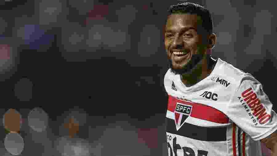 Lateral esquerdo fez o gol da vitória do São Paulo sobre o Corinthians no domingo (13) - Marcello Zambrana/AGIF