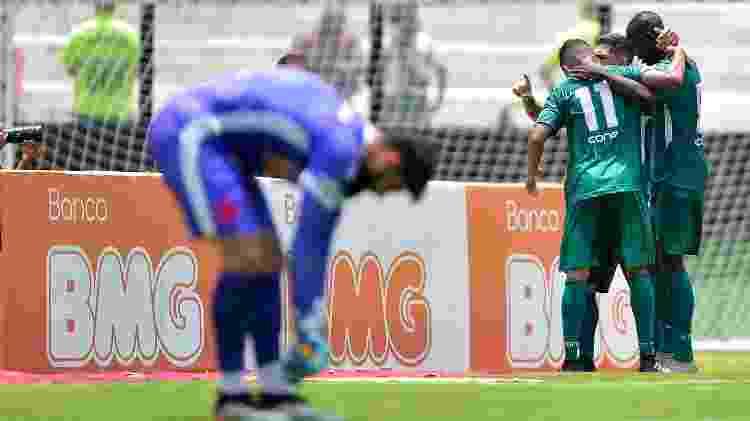 Jogadores da Cabofriense comemoram gol sobre o Vasco - Thiago Ribeiro/AGIF