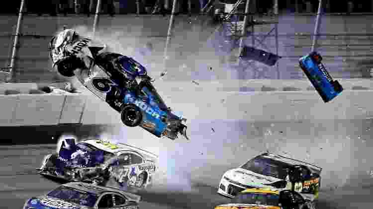 Carro de Ryan Newman decola em acidente - Peter Casey-USA TODAY Sports