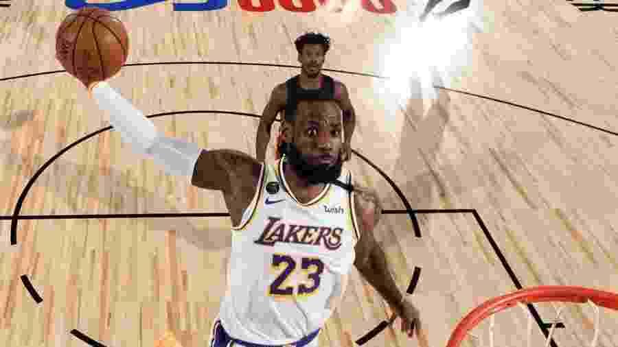 LeBron James foi acusado de trabalhar ilegamente como agente de jogadores - Divulgação/NBA