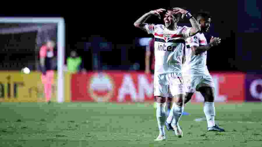 Daniel Alves comemora gol do São Paulo sobre o Lanús, em jogo no Morumbi pela Sul-Americana 2020 - Divulgação/Conmebol