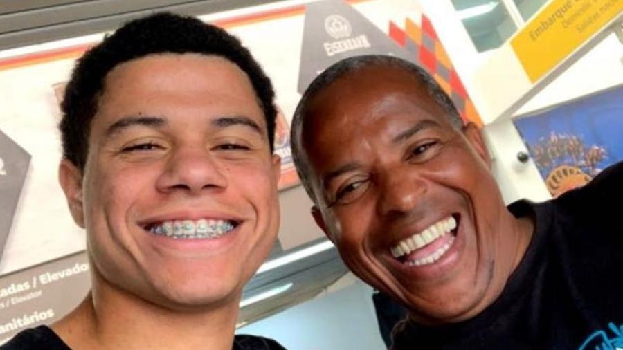 Gabriel Sara e o pai, Jorge Luiz, preferiram o São Paulo ao Fluminense nas divisões de base - Arquivo pessoal