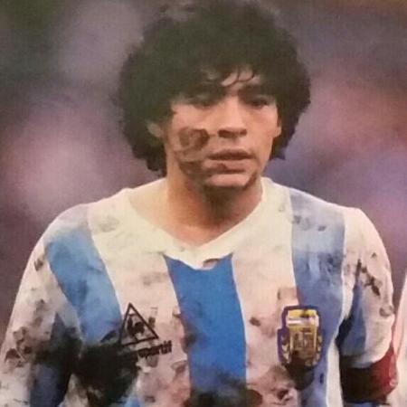 Maradona em 1985 contra o Peru, pelas Eliminatórias - Arquivo AFA