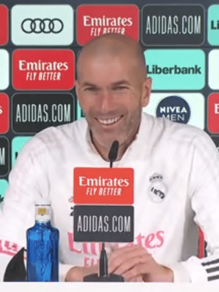 Zinedine Zidane durante coletiva de imprensa - Reprodução/Twitter/Real Madrid