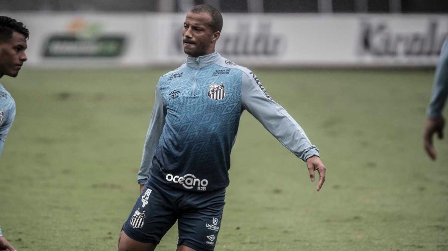 Carlos Sánchez se recupera de lesão no Santos - Ivan Storti