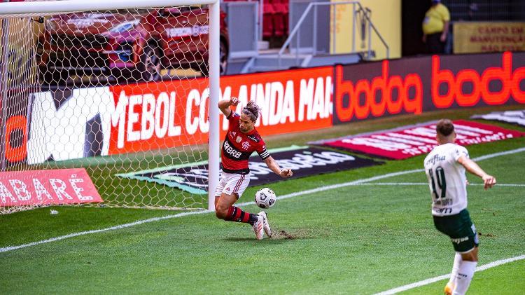 Diego, do Flamengo, salva lance em cima da linha e evita gol do Palmeiras - Marcelo Cortes / Flamengo - Marcelo Cortes / Flamengo