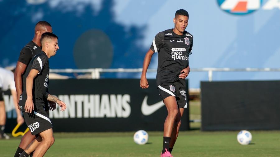 Gabriel Pereira e Rodrigo Varanda durante treinamento no Corinthians  - Rodrigo Coca/ Ag. Corinthians