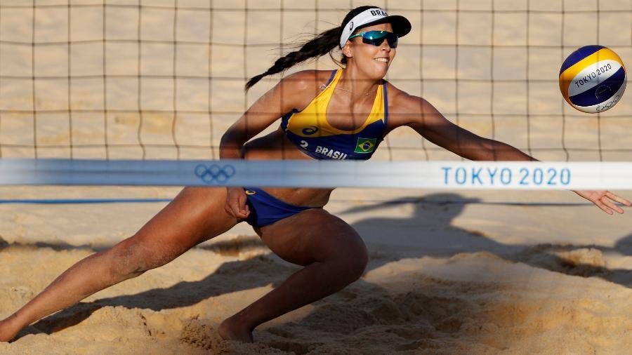 Duda, dupla de Ágatha, em aão contra Ludwig e Kozuch nas Olimpíadas de Tóquio - Pilar Olivares/Reuters