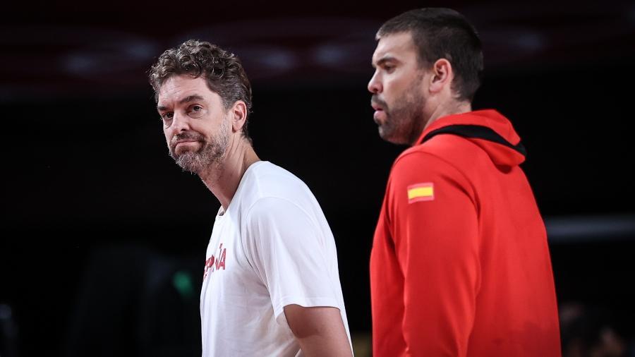 Pau Gasol e Marc Gasol durante jogo da Espanha contra os Estados Unidos nas Olimpíadas de Tóquio - Xinhua/Pan Yulong