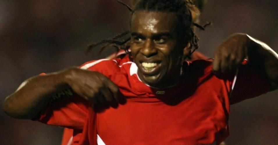Tinga em cena histórica na final da Copa Libertadores 2006, entre Inter e São Paulo