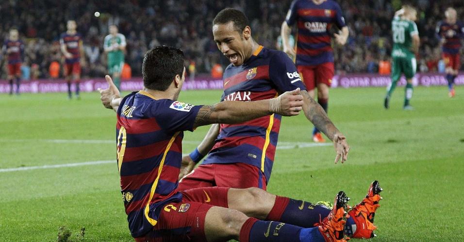 Luis Suárez e Neymar comemoram um dos gols na vitória do Barcelona contra o Eibar, pelo Campeonato Espanhol
