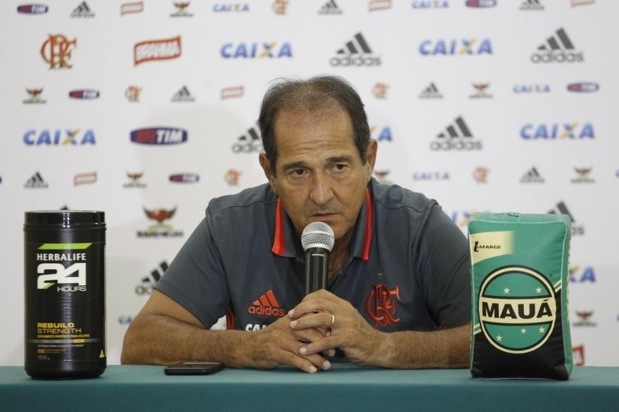 O técnico Muricy Ramalho concede entrevista coletiva no Flamengo