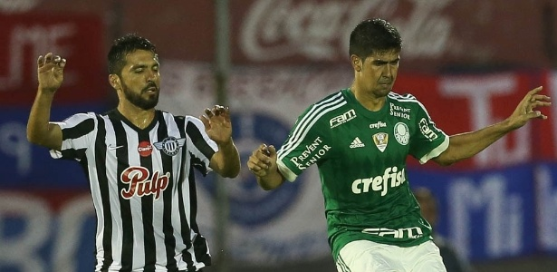 Leandro Almeida disputou os dois primeiros jogos de 2016 como titular